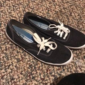 these are size 8 and a half Keds